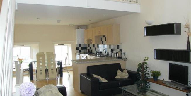 £185,000, 3 Bedroom Flat For Sale in Penzance, TR18