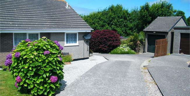 Guide Price £175,000, 2 Bedroom Semi Detached Bungalow For Sale in Redruth, TR15