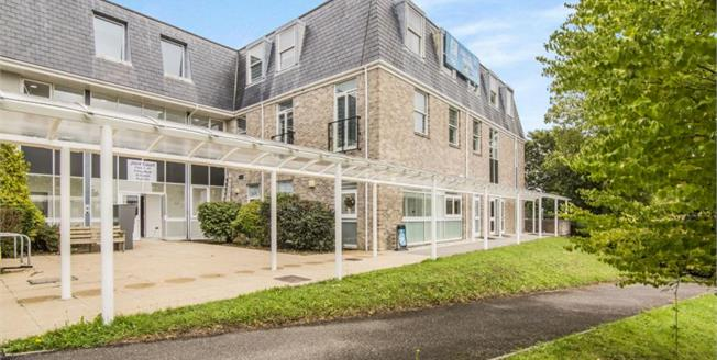 Asking Price £105,000, 1 Bedroom Flat For Sale in St. Austell, PL25
