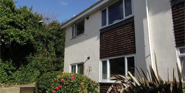 Asking Price £145,000, 2 Bedroom Upper Floor Flat For Sale in Truro, TR1