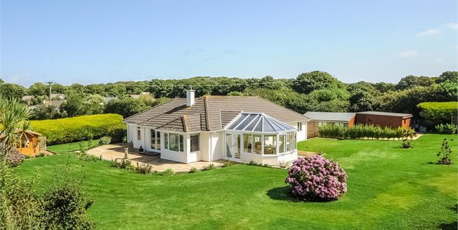 £650,000, 3 Bedroom Detached Bungalow For Sale in Goldsithney, TR20