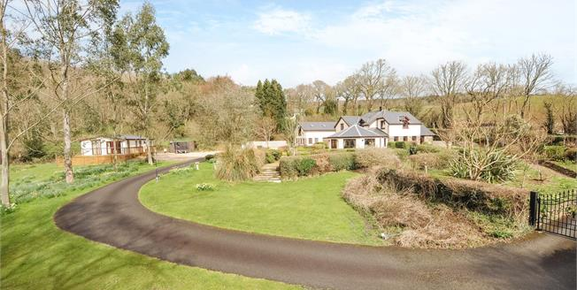 Asking Price £950,000, 3 Bedroom Detached House For Sale in Dunmere, PL31