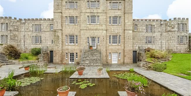 Guide Price £550,000, 3 Bedroom Flat For Sale in Penzance, TR20