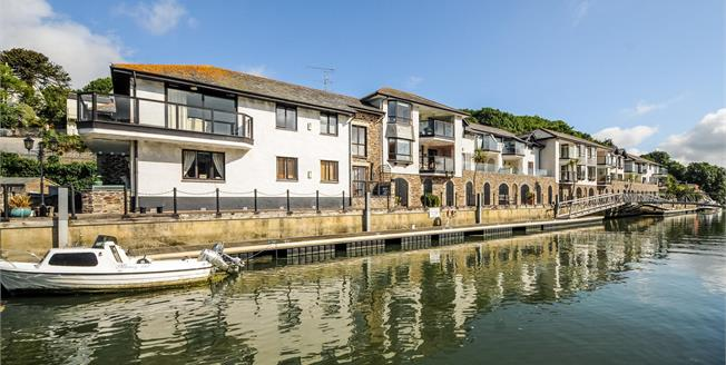 Offers in excess of £400,000, 2 Bedroom Flat For Sale in Malpas, TR1