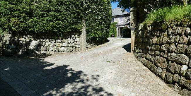 Guide Price £835,000, 4 Bedroom Detached House For Sale in St. Austell, PL25