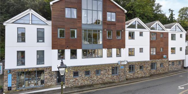 Guide Price £150,000, 1 Bedroom Ground Floor Flat For Sale in Fowey, PL23