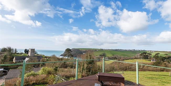Guide Price £775,000, 4 Bedroom Detached House For Sale in Talland Bay, PL13