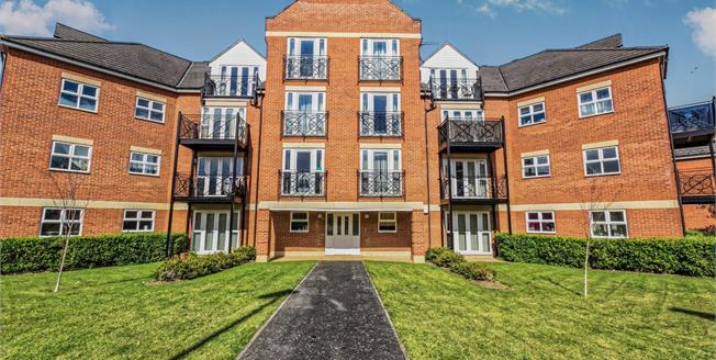 Asking Price £175,000, 2 Bedroom Flat For Sale in Bedford, MK42