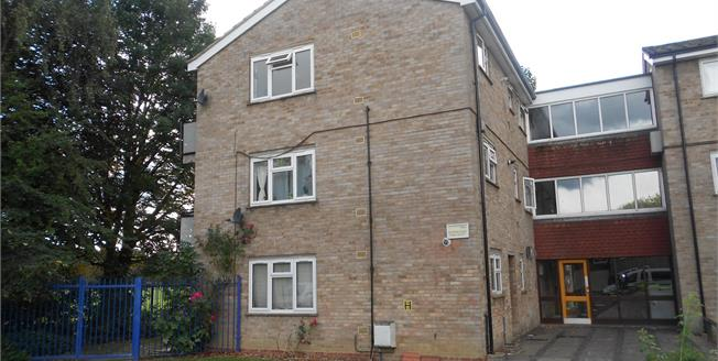 Asking Price £140,000, 2 Bedroom Flat For Sale in Bedford, MK42