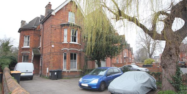 Asking Price £85,000, Flat For Sale in Bedford, MK40