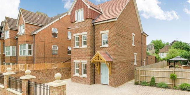 Asking Price £695,000, 6 Bedroom Detached House For Sale in Bedfordshire, MK41