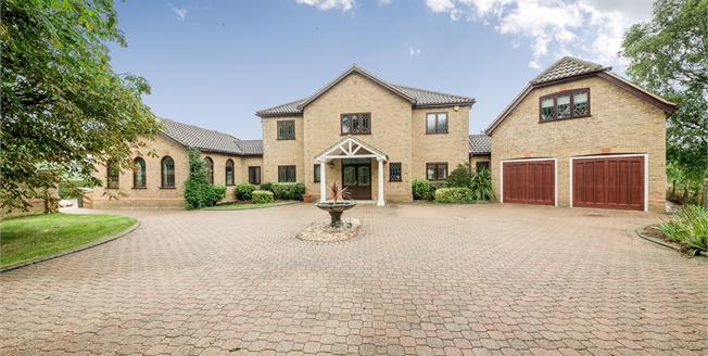 Guide Price £1,375,000, 6 Bedroom Detached House For Sale in Biddenham, MK40