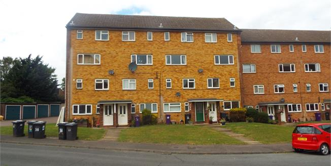 Asking Price £210,000, 2 Bedroom Maisonette For Sale in Hitchin, SG5