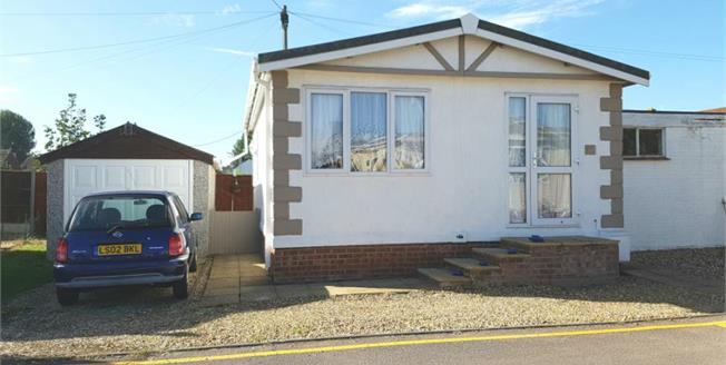 Asking Price £147,500, 2 Bedroom Mobile Home For Sale in Lower Stondon, SG16