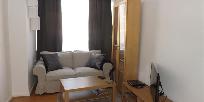 Asking Price £95,000, 1 Bedroom Flat For Sale in Bedfordshire, SG18