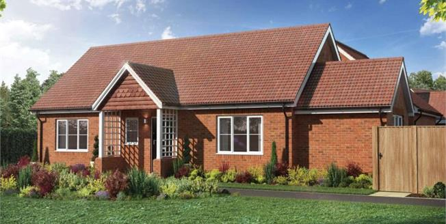 £379,950, 2 Bedroom Detached House For Sale in The Ridings, SG18