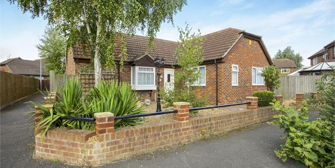 Guide Price £180,000, 2 Bedroom Detached Bungalow For Sale in Chatteris, PE16