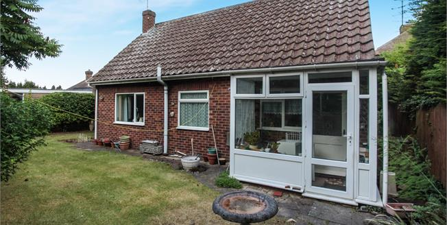 Asking Price £300,000, 3 Bedroom Detached Bungalow For Sale in Dunstable, LU5