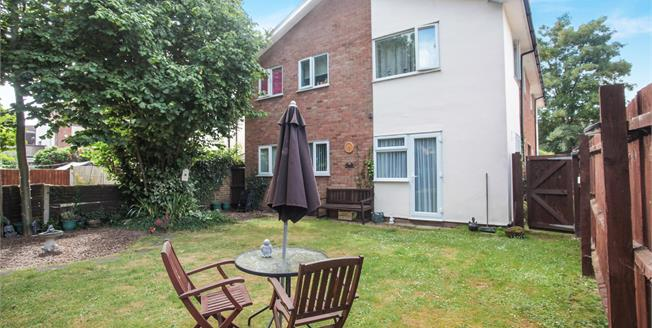 Offers in excess of £155,000, 2 Bedroom Flat For Sale in Dunstable, LU5