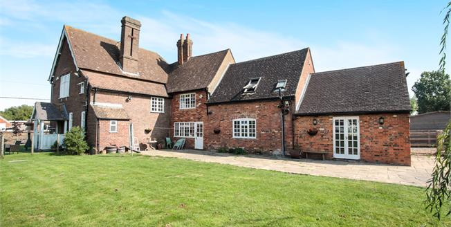 Asking Price £950,000, 5 Bedroom Detached House For Sale in Eaton Bray, LU6
