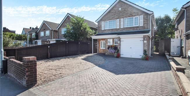 Offers in excess of £325,000, 3 Bedroom Detached House For Sale in Dunstable, LU5