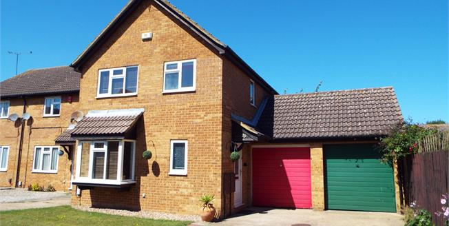 Offers in excess of £285,000, 4 Bedroom Link Detached House For Sale in Luton, LU4