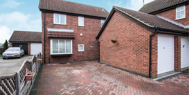 Asking Price £300,000, 4 Bedroom Detached House For Sale in Luton, LU4
