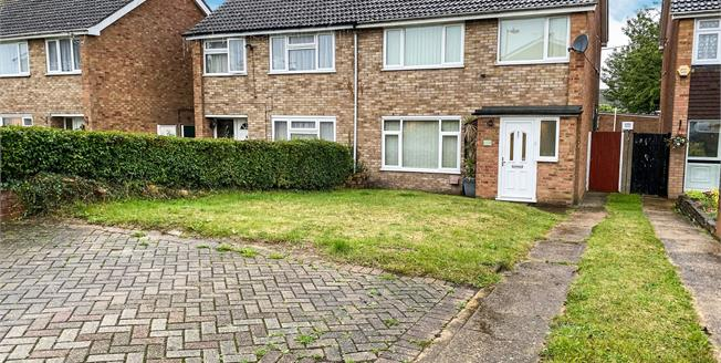 Asking Price £260,000, 3 Bedroom Semi Detached House For Sale in Luton, LU4