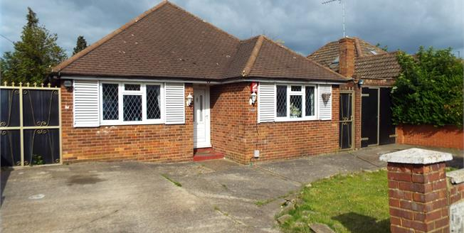 Asking Price £300,000, 3 Bedroom Detached Bungalow For Sale in Luton, LU4