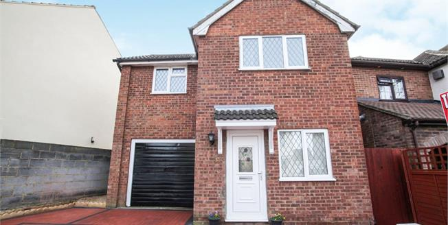 Guide Price £280,000, 3 Bedroom Detached House For Sale in Luton, LU3