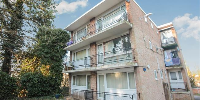 Asking Price £65,000, Flat For Sale in Luton, LU1