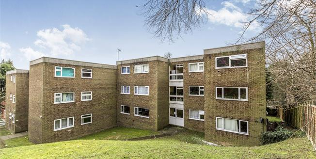 Guide Price £190,000, 3 Bedroom Flat For Sale in Luton, LU2