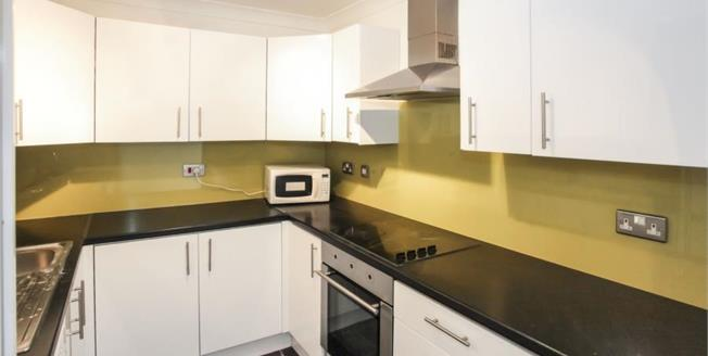 £180,000, 2 Bedroom Flat For Sale in Bedfordshire, LU1