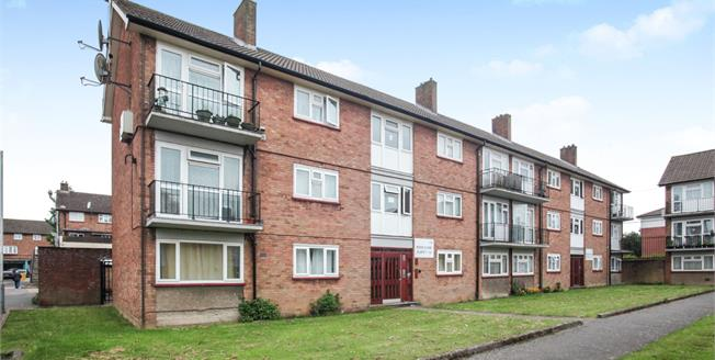 Guide Price £140,000, 1 Bedroom Flat For Sale in Luton, LU1