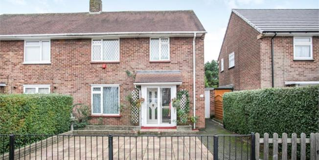 £300,000, 4 Bedroom Semi Detached House For Sale in Luton, LU1
