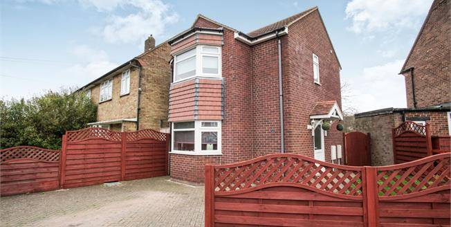 Guide Price £250,000, 2 Bedroom Detached House For Sale in Luton, LU1