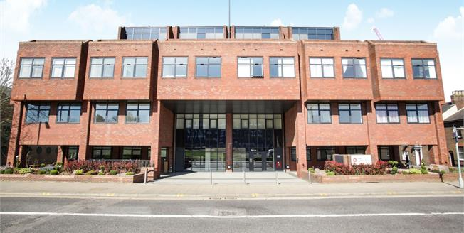 Asking Price £150,000, 1 Bedroom Upper Floor Flat For Sale in Luton, LU1