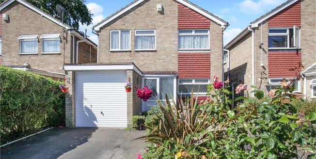 Guide Price £340,000, 4 Bedroom Detached House For Sale in Luton, LU3