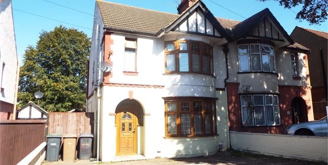 Asking Price £330,000, 3 Bedroom Semi Detached House For Sale in Luton, LU3