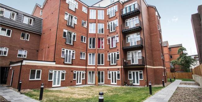 £185,000, 1 Bedroom Upper Floor Flat For Sale in Luton, LU1