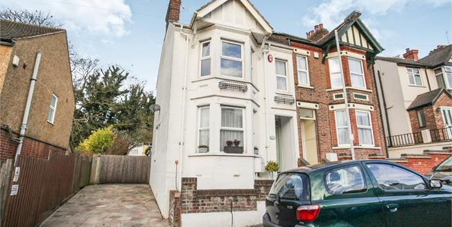 Guide Price £335,000, 3 Bedroom Semi Detached House For Sale in Luton, LU2