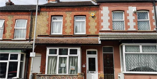 Guide Price £215,000, 2 Bedroom Terraced House For Sale in Luton, LU2