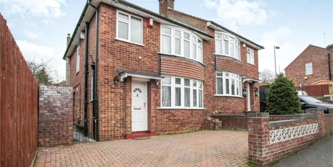 Guide Price £325,000, 3 Bedroom Semi Detached House For Sale in Luton, LU1