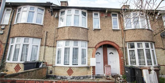 Guide Price £220,000, 2 Bedroom Terraced House For Sale in Luton, LU3