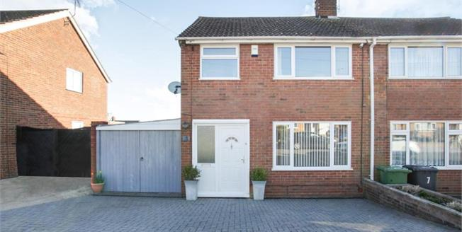 Guide Price £325,000, 3 Bedroom Semi Detached House For Sale in Luton, LU3