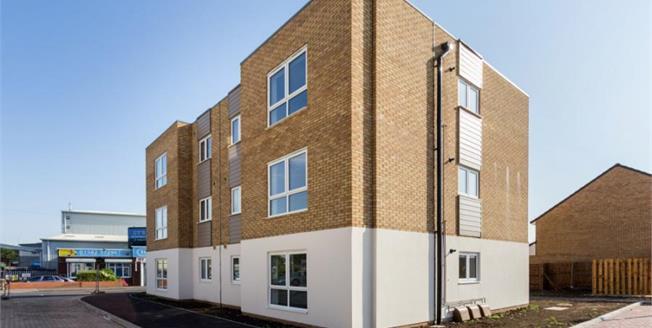 £169,995, 1 Bedroom Upper Floor Flat For Sale in Caleb Close, LU4
