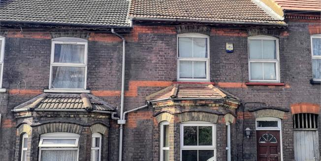 Guide Price £220,000, 3 Bedroom Terraced House For Sale in Luton, LU2