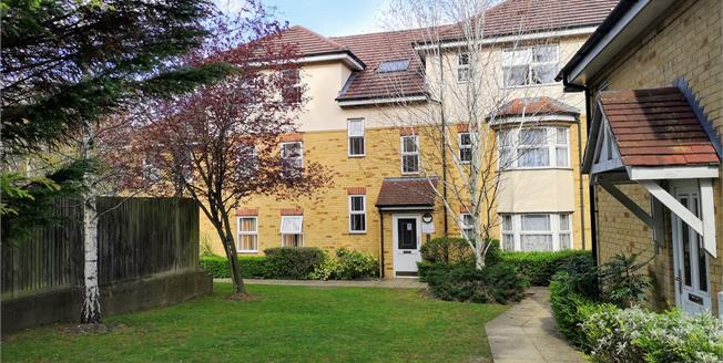 Offers Over £170,000, 2 Bedroom Flat For Sale in Luton, LU1