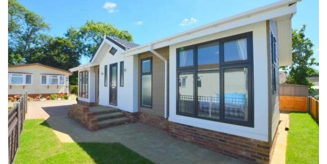 Offers Over £220,000, 2 Bedroom Detached Mobile Home For Sale in Woodside, LU1