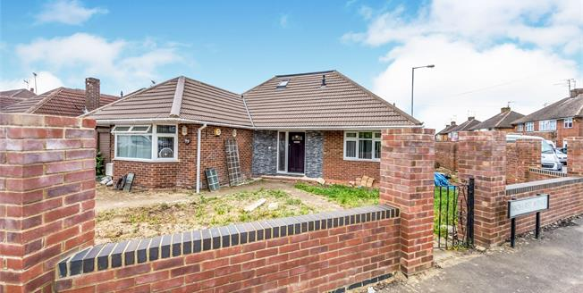 Guide Price £600,000, 6 Bedroom Detached Bungalow For Sale in Luton, LU3